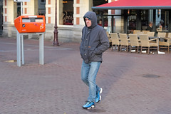 Rembrandtplein - Amsterdam (Netherlands) (Meteorry) Tags: europe nederland netherlands holland paysbas noordholland amsterdam amsterdampeople candid streetscene people center centrum centre rembrandtplein male man homme guy postnl boiteauxlettres letterbox brievenbus lopéra jeans baskets trainers skets sneakers nike niketn requins hoody capuchon winter hiver february 2019 meteorry