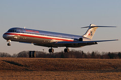 N9619V American MD-83 at KCLE (GeorgeM757) Tags: american md83 n9619v mcdonnelldouglas aircraft aviation airplane airport landing 6l georgem757 canon70d kcle clevelandhopkins maddog
