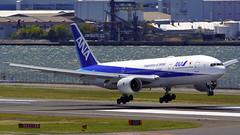 Boeing 777-281, JA713A, All Nippon Airlines (tkosada.mac) Tags: allnipponairways staralliance boeing b772 tokyointernationalairport hanedaairport hnd rjtt