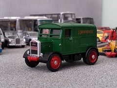 Showtrac number 19 (quicksilver coaches) Tags: scammell showtrac funfair fairground showmans jennings oxforddiecast 176 oo diecast model code3