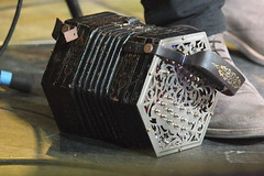 Accordions, Concertinas, etc. [Free Reed Instruments] 80: Concertina [Anglo - Jeffries] (of Cormac Begley) (KM's Live Music shots) Tags: musicalinstrument hornbostelsachs aerophone jeffriesconcertina angloconcertina concertina cormacbegley drygatebrewery