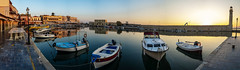 Razones para madrugar (seis años despues) (Nebelkuss) Tags: creta crete kriti rethymno rethymnom puerto harbour puertoviejo oldharbour amanecer sunrise faro lighthouse barca boat fujixpro1 fujinonxf23f14