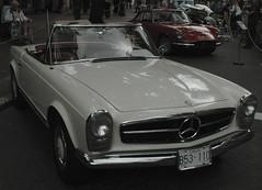 Mercedes-Benz 230SL (D70) Tags: mercedesbenz 230sl annualsteamworks concoursdelegance 2005 gastown vancouver britishcolumbia canada
