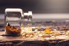 """A little star"" (mariajoseuriospastor) Tags: cristal dorado purpurina star"