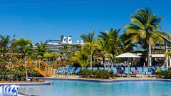 Piscines - Amber Cove, République Dominicaine - 8808 (rivai56) Tags: ambercove républiquedominicaine piscines pools puertoplata1 bateau de croisière oosterdam holland america en arrière plan