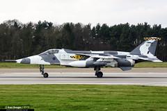 XX725/GU - Sepecat Jaguar GR3A - No. 54(F) Squadron, RAF (KarlADrage) Tags: xx725 gu sepecatjaguargr3a jaguargr3a 54fsqn 54sqn 54squadron raf royalairforce egyc rafcoltishall artf snowcat