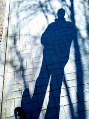 caminando en invierno (streetMadrid) Tags: xiaomi mi a1 street photography monochrome