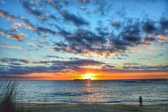 Solo frente a la inmensidad... (ZAP.M) Tags: atarceder puestadesol nubes cielo playa mar orilla castillo sanctipetri chiclana cádiz andalucía españa flickr zapm mpazdelcerro nikon nikond5300 0caso