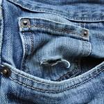 Agujero en el bolsillo thumbnail