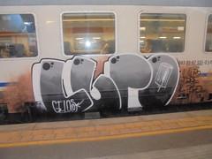 il lupo perde il pelo (en-ri) Tags: lupo gelo crew gelos train torino graffiti writing nero arancione bianco grigio arrow