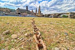 Dresden - Elbufer (www.nbfotos.de) Tags: dresden elbufer königsufer elbe augustusbrücke kette eisenkette brühlscheterrasse ständehaus residenzschlos hofkirche sachsen