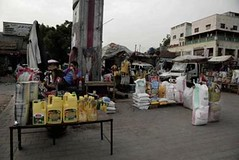 سلاح سرقة المساعدات: التجويع كأعلى مراحل الحرب في اليمن (nashwannews) Tags: الحوثيون اليمن برنامجالأغذيةالعالمي صنعاء مساعداتإنسانية