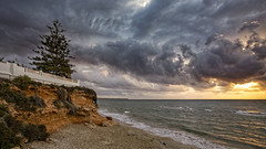 Costa quebradiza (Fotgrafo-robby25) Tags: alicante amanecer costablanca marmediterráneo nubes rocas sol sonyilce7rm3 árbolesyarbustos