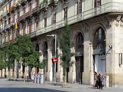 barcelona (gerben more) Tags: barcelona three people streetscene spain street building