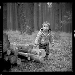 Bronica SQ-A-055-008 (michal kusz) Tags: bronica sqa zenzanon 110mm ilford hp5 800 ilfosol 3 114 epson v600 bw blackandwhite film frame format forest iso kid boy trees