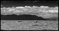 Morning fishermen / Утренние рыбаки (dmilokt) Tags: чб bw черный белый black white dmilokt природа nature пейзаж landscape море sea небо sky облако cloud остров island лодка boat