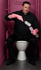 """Le retour de la """"vie en rose"""" (The return of """"life in pink""""). Il y a 4 ans, j'avais réalisé une série de portraits pour une expo dont le thème était """"couleur"""". Portrait 2/6 (catégorie """"homme""""). (OMM.photographie) Tags: canon5dmarkiv canon canon5d eos 5d portrait portraiture couleur color inside intérieur rose pink 5dcanon canoneos eoscanon 5deos canoneos5dmarkiv"""