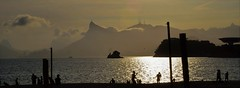 silhouettes at sunset (Ruby Ferreira ®) Tags: silhuetas silhouettes sunset pordosol mac christtheredeemer bay sky céu cristoredentormonumento