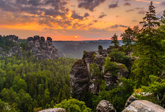 Morning colors, Bastei, Saxon Switzerland (Uwe Kögler) Tags: saxony sachsen sächsischeschweiz elbsandsteingebirge elbe bastei bäume sunrise sonnenaufgang felsen sonne himmel clouds rathen germany dämmerung deutschland landscape landschaft rocks