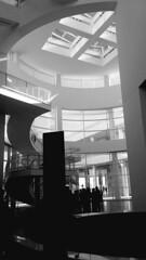 (sftrajan) Tags: richardmeier jpaulgettymuseum losangeles gettycenter california atrium skylight museum arquitectura architektur architettura architecture musée 2019 blackandwhite bw staircase escalera escalier