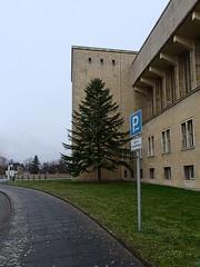 Flughafen-Tempelhof_e-m10_1013107402 (Torben*) Tags: rawtherapee olympusomdem10 olympusm12mmf20 berlin kreuzberg flughafentempelhof thf flughafen architektur architecture fassade facade verkehrsschild trafficsign