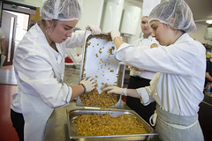 Župní študenti varili ruské špeciality (bratislavskysamospravnykraj) Tags: bsk vuc vucba region kraj zupa skola sos ruska kuchyna studenti varili jedlo rusko slovensko farskeho