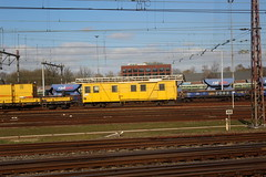 View from a train: Amersfoort yard (Davydutchy) Tags: amersfoort nederland netherlands niederlande paysbas holland ns nederlandse spoorwegen railway eisenbahn chemindefer jernbanen fervojo rautatie vasút vasutak ferrovie železnic dráhy железныедороги track rails emplacement yard gleis gleise strukton workstrain werktrein railbed renewal inspection inspectie wagen wagon waggon rijtuig carriage march 2019