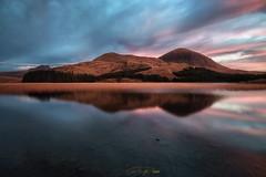- Beinn na Caillich - (verbildert) Tags: scotland isle skye sunrise autumn reflections idyllic scenic red hills