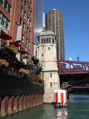 Chicago, Chicago River, Views from the Water Taxi (Mary Warren 12.0+ Million Views) Tags: chicago urban chicagoriver watertaxi architecture building skyscraper cityscape bridge thekitchen restaurant