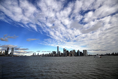 NYC - Manhattan skyline  # 043 (ricardocarmonafdez) Tags: nyc manhattan arquitectura architecture skyline skyscraper cielo sky nubes clouds sunlight blue azul ciudad city cityscape nikon d850 24120f4gvr ricardocarmonafdez