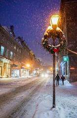 Street light, Quebec city (luciezanchetta) Tags: canada québec christmas night snow light street