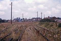 Banbury Merton Street station 1966 (TrainsandTravel) Tags: england angleterre standardgauge voienormale normalspur britishrailwayslondonmidlandregion buckinghamshirerailway banbury mertonstreet station oxfordshire