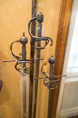 Swords with defensive hilts (quinet) Tags: 2017 antik antiquitäten england london schwert wallacecollection ancien antique militaire military militärische museum musée sword épée