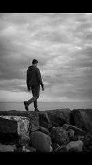 Continúa. (sila32) Tags: landscape sea byw blackandwhite boy shadow rocas agua nubes chico naturaleza paisaje playa retrato blancoynegro sombras