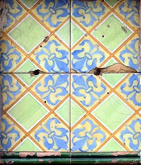 Barcelona - Nena Casas 037 h (Arnim Schulz) Tags: modernisme barcelona artnouveau stilefloreale jugendstil cataluña catalunya catalonia katalonien arquitectura architecture architektur spanien spain espagne españa espanya belleepoque art kunst arte modernismo building gebäude edificio bâtiment faïence carreau glazed tile baldosa azulejos kacheln mosaïque mosaic mosaik mosaico baukunst tiles gaudí pattern deco liberty textur texture muster textura decoración dekoration deko ornament ornamento