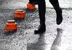 Au milieu du chantier... (Tonton Gilles) Tags: graphisme orange marquage jambes bottes noir ombre blanc gris pieds