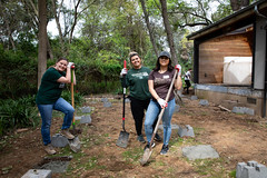 Alternative_Break_20190319_0003 (Sacramento State) Tags: sacramentostate sacstate californiastateuniversitysacramento universitycommunications hornets jessicavernone alternative break spring volunteer community engagement center solar house living building