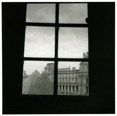 A window of Louvre (Tamakorox) Tags: france paris window louvre louvreartmusium art japan japanese asia lights shadow film filmphotography analoguecamera b&w zenzabronicas2 kodaktmax400 パリ フランス 窓 ルーヴル美術館 ゼンザブロニカ ブロニカs2 日本 日本人