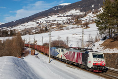 Rouge et bleue dans le Brenner (Maxime Espinoza) Tags: train zug fret marchandises lokomotion 189 es64f4 brenner brennero neige autriche austria