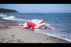 * (Henrik ohne d) Tags: eos5dmk2 ef85mmf18 june2018 portrait sarah beach beachwear swimsuit sand waves shore shoreline ocean baltic balticsea warnemünde girl blonde sensual