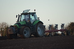 Deutz Fahr Agrotron 180.7 Profiline Tractor with a Vogel & Noot 5 Furrow Plough (Shane Casey CK25) Tags: deutz fahr agrotron 1807 profiline tractor vogel noot 5 furrow plough sdf df green samedeutzfahr deutzfahr traktor traktori tracteur trekker trator ciągnik ballyhooly ploughing turn sod turnsod turningsod turning sow sowing set setting tillage till tilling plant planting crop crops cereal cereals county cork ireland irish farm farmer farming agri agriculture contractor field ground soil dirt earth dust work working horse power horsepower hp pull pulling machine machinery nikon d7200