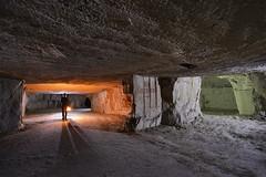 Les greniers (flallier) Tags: carrière souterraine tuffeau underground chalk quarry craie souterrain silhouette lampeacétylène lampecarbure a7 acétylène carbure galerie tunnel grenier greniers nikon d800 zeiss distagon 18mm