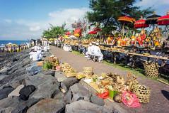 (kuuan) Tags: manualfocus mf voigtländer15mm cvf4515mm 15mm bali indonesia sonynex5n melasti ceremony beach tradition culture documentary balinese colorful mascetibeach pantaimasceti masceti