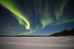 Aurora on top of Lake Menesjarvi near our Hotel (Hotel Korpikartano) Tags: green auroraborealis aurora northernlights hotelkorpikartano korpikartanofi revontulet laplandfinland lappi finland finnishlapland irix