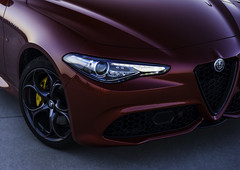 Dani_and_Giulia (my_redGiulia) Tags: automotive alfa romeo alfaromeo giulia alfaromeogiulia cars italiancars italian redcar red rosso germany vehicle ride details wheels rims felgen