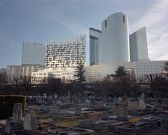 (laurentgaudart) Tags: cemetery cimetière ladéfense paris mamiya7ii film 120 laurentgaudart