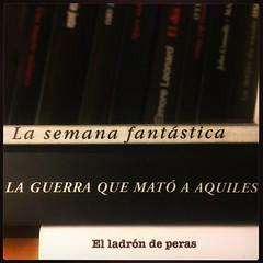 HAIKU DE ESTANTERÍA CLXXIII #haikusdestanteria (juanluisgx) Tags: leon spain book libro haiku estanteria haikusdeestanteria haikusdestanteria poema poem poetry poesia bookshelf