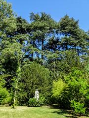 Estatua de Isabel II jardin del parque Campo del Moro Madrid 09 (Rafael Gomez - http://micamara.es) Tags: campodelmoro esp españa madrid estatua de isabel ii jardin del parque campo moro