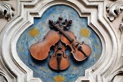 Prager Fassadendetails - 27 (fotomänni) Tags: prag praha prague kunst art reisefotografie statue skulpturen skulptur sculpture manfredweis