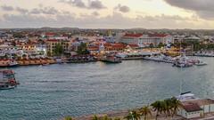P1030213a (oberbayer) Tags: aruba oranjestad hafen meer stadt hauptstadt gebäude architektur